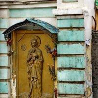 дом недалеко от марфо-мариинской обители :: Александр Шурпаков