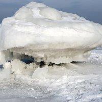 Лёд слёзы льёт. :: Борис Безбородов