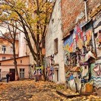 Старый дворик :: Лидия Цапко