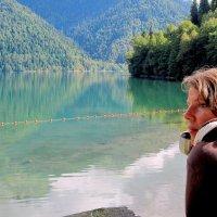Юля и озеро Рица... :: ФотоЛюбка *