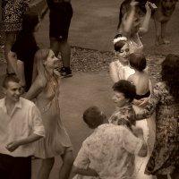 Свадьба во дворе :: Цветков Виктор Васильевич