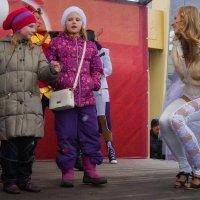 Разговор с поклонницами :: Цветков Виктор Васильевич
