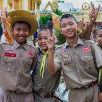 Школьники.Таиланд. :: Валерий Черепанов