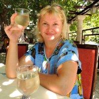 В полуденную жару...немного прохладного вина.... :: Наталья Лебедева