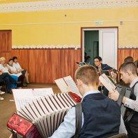 Концерт учеников детской музыкальной школы в больнице :: Анатолий Тимофеев