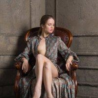 Девушка в кресле :: Алексей Соминский
