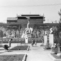 Новосибирск. Сквер Героев революции. 1963 г. :: Олег Афанасьевич Сергеев
