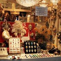 Витрина.Знаменитые венецианские маски. :: Лидия кутузова
