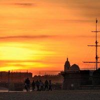 Пляжные игры на закате дня.. :: Марина Павлова