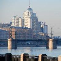 Новостройка в городе :: Владимир Гилясев