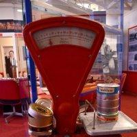 Весы и консервы :: Александр Ивашков