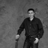 Этот парень с гитарой... :: Sergey Oslopov