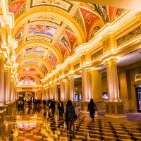 Главный вход в казино The Venetian (о. Макао) :: Сергей Андрейчук