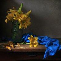 Желтые лилии :: Елена Татульян