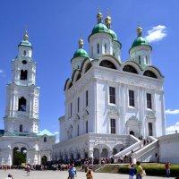 Соборная колокольня и Успенский кафедральный собор :: Дмитрий *