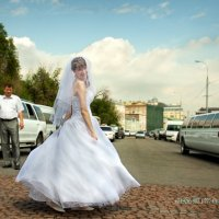 Танец на мостовой :: Михаил Скачков