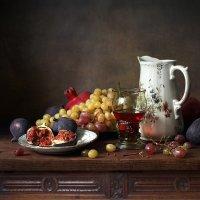 С вином и фруктами :: Елена Татульян