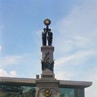 Памятник советским солдатам :: Сергей Карцев
