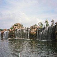 Водопад на острове солнца :: Сергей Карцев