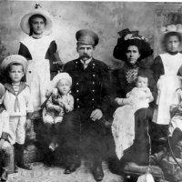 Семья Бречаловых. 1913 г. :: Олег Афанасьевич Сергеев