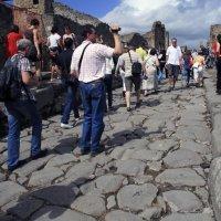 камни древнего тротуара. Помпеи. :: Лидия кутузова