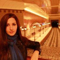 Девушка в метро :: Дарья Хубанова