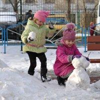 Мы снежную бабу слепили на славу. На славу, на славу, себе на забаву :: Ирина Данилова