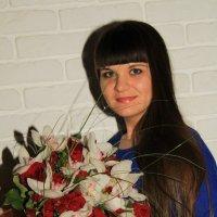 девушка с цветами :: Денис Романов