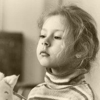 Над бумажным над листом машет кисточка хвостом :: Ирина Данилова