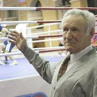Вся жизнь в боксе. :: Лев Мельников