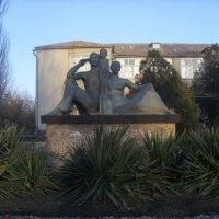 памятник семьи :: Ирина Красникова-Дашкова