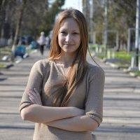 прогулка по аллее :: Надежда Лунева