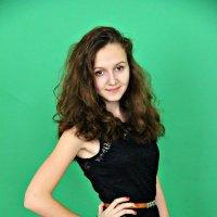 Мила, красива и стройна :: Ирина Суслова