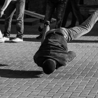 Уличный брейк-данс. Фото 2. :: Александр Степовой