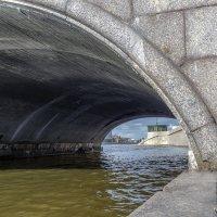 Под Сампсониевским мостом :: Valeriy Piterskiy