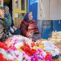 Бабушки за роботой :: Евгений Кожухов