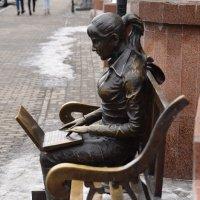 фигура девушка на скамейке :: Александр Пустовит