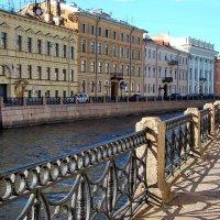 Прогулка по набережной :: Владимир Гилясев