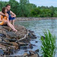 Как хорошо сидеть вдвоем,смотреть на гладь воды... :: Жанна Мальцева