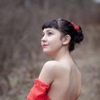 Девушка в красном. :: Анна Тихомирова