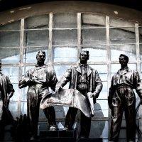 Скульптура на ВДНХ-Экспоцентр в Киеве-1 :: Владимир Бровко
