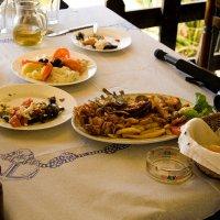 греческий обед в таверне :: Лидия кутузова