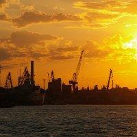 Закат в Одесском порту :: Вячеслав Логвиненко