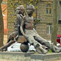 Памятник Пете и Гаврику :: Александр Корчемный