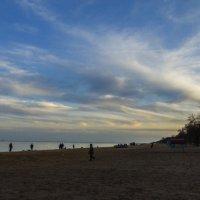 Песчаный пляж :: Александр Кузин