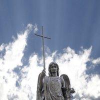 Ангел на памятникеТысячелетия Бреста :: Сергей Хомич