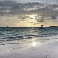 Восход над Атлантическим океаном у побережья Доминиканы :: Сергей Лошкарёв