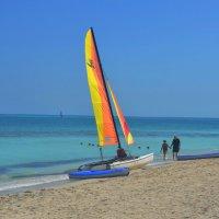 Парусники на пляже Варадеро. Куба. :: Любовь Головина