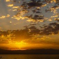 Рассвет на озере Севан :: Ashot Turajyan