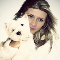 Девушка с собачкой :: Юрий -